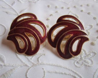 Vintage Gold Tone Maroon Feathered Clip On Earrings