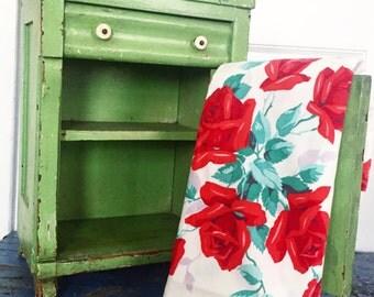 Vintage Wilendur Tablecloth, Vintage Red Roses Tablecloth, Vintage Floral Tablecloth, Vintage Farmhouse Kitchen