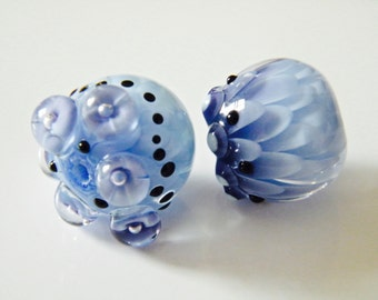 Flowers on Flowers  Chrysanthemum Duo  (2 beads) by Caroline Dousi