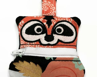 Raccoon Coin Pouch, Clip On Coin Pouch, Zippered Coin Purse, Raccoon Coin Purse, Keychain Coin Pouch, Backpack Keychain, Ear bud holder