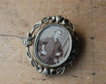 Antique Victorian swivel memorial brooch with Prince of Wales hairwork