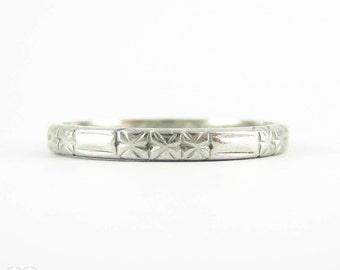 Vintage 1940s Platinum Wedding Ring, Engraved Floral Design Ladies Wedding Band. Size M.5 / 6.5.