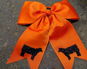 Cheer style bow show cattle