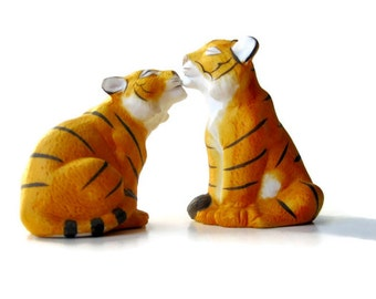 Tiger Salt Pepper from Franklin Mint - 1987  Collectible Pair -  Orange Tigers