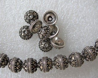 2 Pcs Indian Handmade Antique 925 Sterling Silver Round Beads With Dots Design