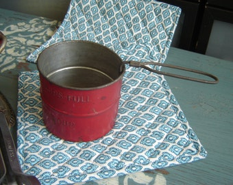 Little Red Vintage Flour Sifter ~ 2 Cup Sifter ~ Kitchen Gadget ~ Red Metal Decor ~
