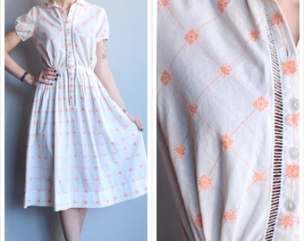 1950s Dress // Bumble Bee Embroidered Dress // vintage 50s dress