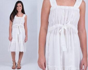 Vintage 1970s Bohemian White Eyelet Lace Slipdress * Boho Gypsy Festival Hippie Sundress Dress Tiered Ruffle * Size X-small * FREE SHIPPING
