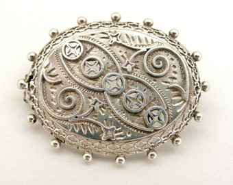 English Victorian sterling silver oval brooch  in wonderful condition.