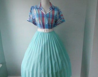 VINTAGE  1960s Light Seafoam Mint Green Accordion Style Pleated Full Skirt