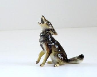 Vintage Timber Wolf Lobo Coyote Ceramic, Kitsch Halloween Howling Wolf, Howling Wolf Figurine, Kawaii Lobo Wolf Dog, Swirlingorange11