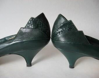 Snazzy 80s vintage low heeled pumps dark green leather Eaton's SZ 7.5 Bshoes snakeskin heel detail
