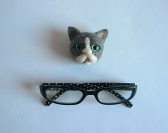 Needlefelted Cat/ Felted Cat/Animal Sculpture Brooch /Needle Felted Cat brooch / Custom Miniature Sculpture of your pet/