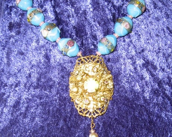 Lovely Wedding Cake Vintage Bead Necklace