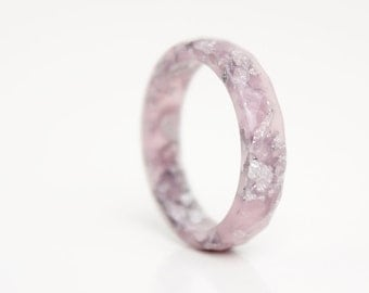 size 7.5 | thin multifaceted stacking ring | pastel mauve eco resin ring with silver metallic flakes