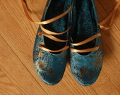 US 10 / Euro 40.5 / UK 8.5, Ivory Silk Slippers #577