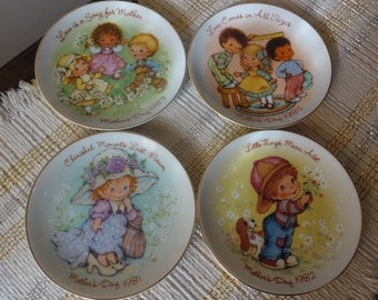 Avon Set of Vintage Mothers Day 1980's Plate Set
