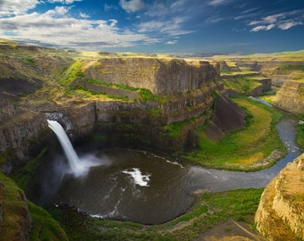 Slicing the Green (Palouse Falls, Washington)