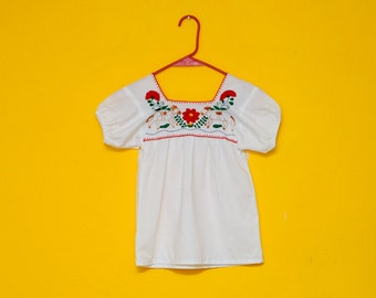 Vintage GIRL mexican blouse: artisan hand embroidered, flower & horse / dog, floral, white cotton, tent blouse, Frida, hippie boho.