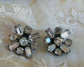 Weiss rhinestone clip earrings, japanned clips, black metal Weiss earrings, vintage clips, Weiss jewelry, star burst earrings,