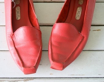 1980s RED LEATHER Flats...size 7 women...mod. boho. 1980s flats. shoes. womens. leather. red oxfords. mod. valentine. red flats. oxfords