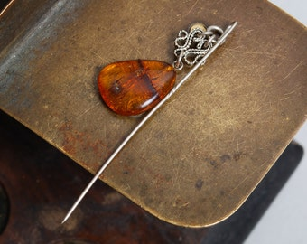 Vintage brooch with genuine Baltic Amber stone, broken amber