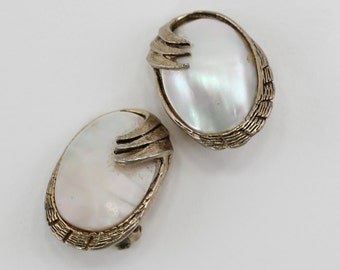 Vintage Antiqued Gold Tone Mother of Pearl MOP Shell Ivory Off White Opalescent Curled Swoosh Oval Cabochon Goldtone Clip On Earrings