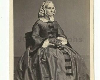 19th Century Fashion - 1800s Carte-de-visite Photo - Fredrick's of New York