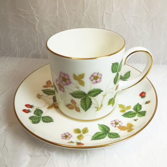 Wild Strawberry Demitasse Cup & Saucer - Wedgwood R4406- Fine Bone China - Made in England