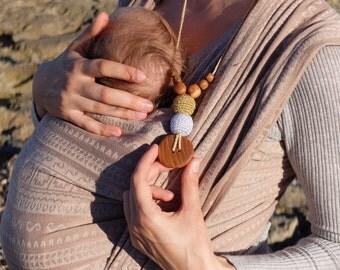 The Best Babywearing Necklace in Gold&Silver - oak wood