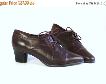 Sale vtg 80s BROWN lace up ANKLE BOOTS heels 6 preppy boho oxfords brogues shoes