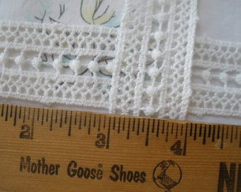 """Tatted look Ivory White Lace Trim 25MM 1"""" straight edges bobbin lace retro BTY yards edging insert center poms boho sweet off white"""