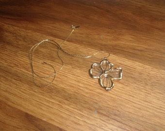 vintage necklace goldtone chain silvertone dogwood flower avon