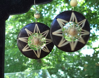 Vintage 1980s Handmade Black Shell Earring with Intricately Woven Natural Reed Star
