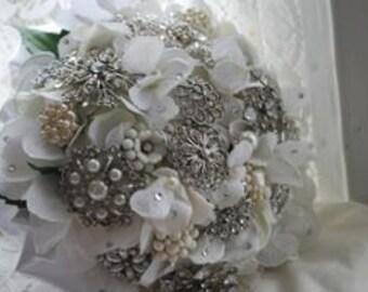 Brooch bridal bouquet, jewelry bouquet, vintage bouquet, bling bouquet, jeweled bouquet,winter bouquet ,white bouquet, bridal bouquet