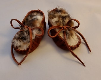 Baby Moccasins, Newborn Deerskin Moc, Toddler Soft Soled Shoe, Faux Leopard Rabbit Fur, Dark Rust Suede Leather, Made in USA