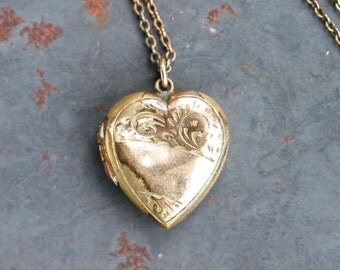 Heart Locket Necklace - Antique Rolled Gold - Sweetheart Photo Keepsake Pendant on Chain - Gold Plated