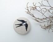 Swallow pin -  pin andorinha -  silkscreen and embroidery - serigrafia e bordado