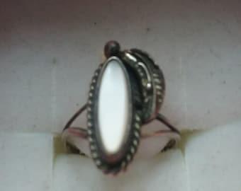 Vintage Sterling Ring mother of pearl southwestern leaf design size 5