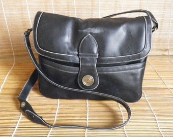 Vintage Retro Medium Size Black Leather Shoulder Strap Bag