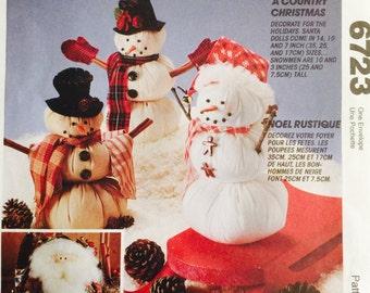 McCall's Crafts 6723 A Country Christmas Pattern, UNCUT, Santa Doll, Snowmen, Holiday, Christmas Crafts, Seasonal, Vintage 1993