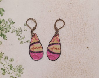 "Tin Jewelry Earrings ""Fossil Logo"" Tin for the Ten Year Tenth Wedding Anniversary"