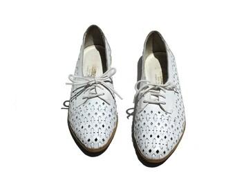 Vintage White Leather Cutout Shoes / size 7.5