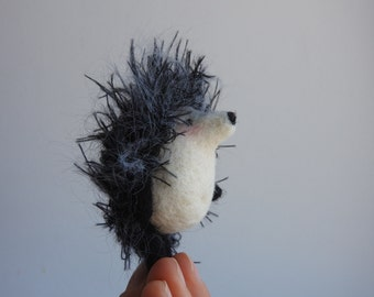 Needle felted Hedgehog brooch, White wool animal, Miniature animal toy, gift for friend, gift for women or mom, gift in the gift box