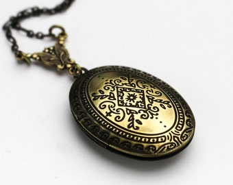 Romantic Antique Brass Locket Necklace, Vintage Locket Necklace, Anniversery Gift, Birthday Gift