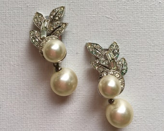 Vintage Richelieu pearl & rhinestone clip earrings