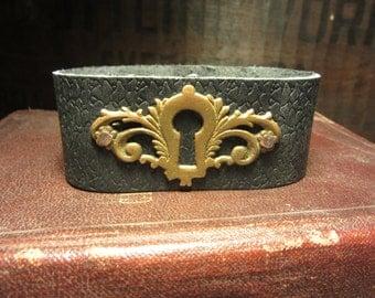 Antique 1800s Victoian Escutcheon Metal Key Hole Vintage Black Leather Snap Cuff Bracelet Industrial Unisex Mens Womens Jewelry Steampunk