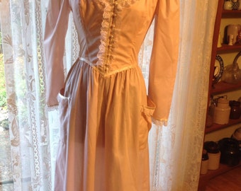 Vintage Gunne Sax Long Sleeved Dress, Pink with lace and Pearl Buttons, Size 11, 1970's Retro Prairie Dress