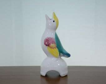 Pretty Morton Pottery Pie Vent Bird