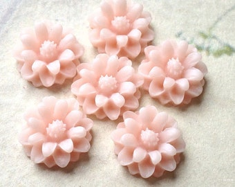 12 mm Light Light Pink Little Daisy Chrysanthemum Resin Flower Cabochons  (.tu)